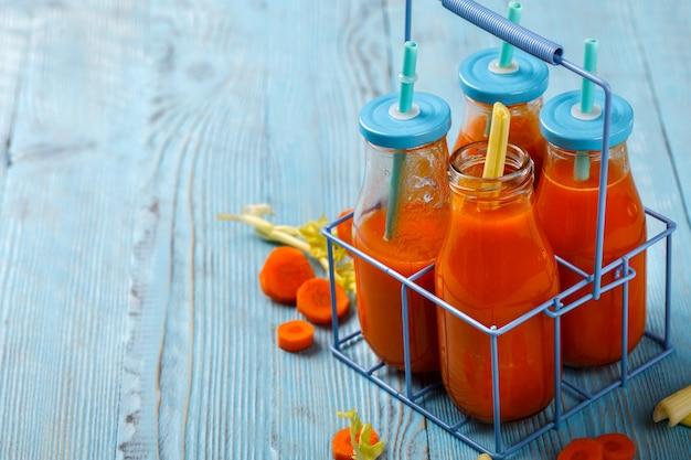 Suco de cenoura e aipo espremido na hora
