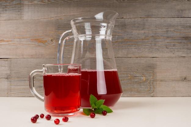Suco de cranberries frescas com hortelã