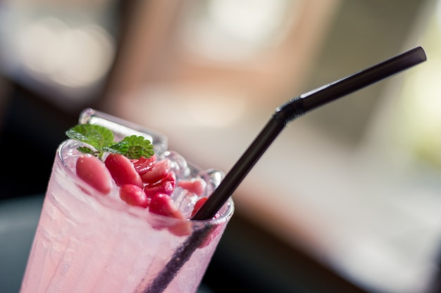 Suco de fruta. manga, bocejar, lima, boo