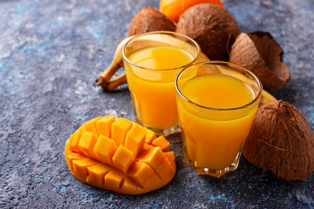 Suco de frutas frescas mix tropical