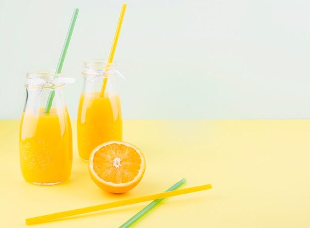 Suco de laranja caseiro com espaço de cópia