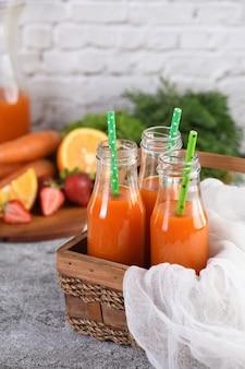 Suco de laranja com morango e cenoura