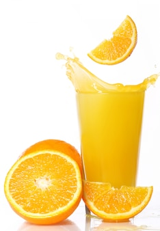 Suco de laranja fresco e frio