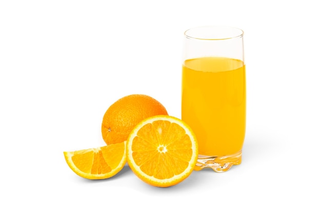 Suco de laranja isolado no branco