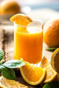 Suco de laranja orgânico espremido na hora