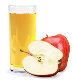 Suco de maçã em vidro isolado no fundo