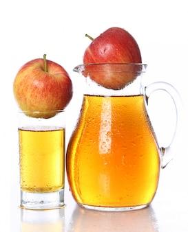 Suco de maçã fresco e frio