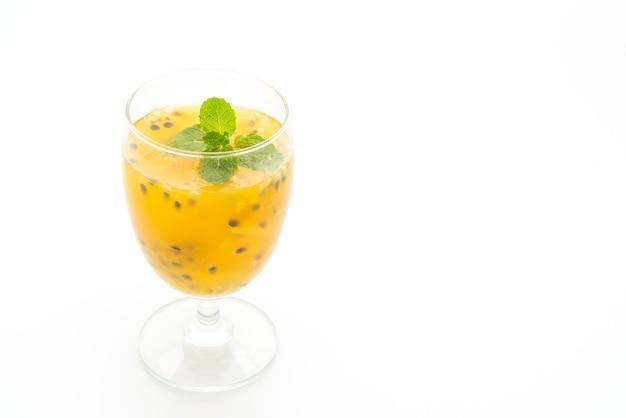 Suco de maracujá fresco e gelado