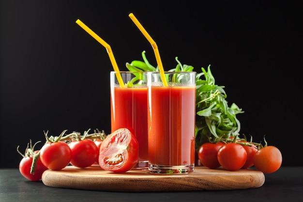 Suco de tomate com tomate