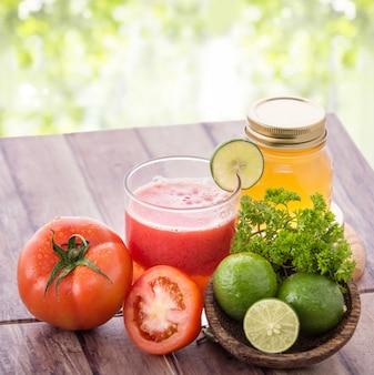 Suco de tomate e limão