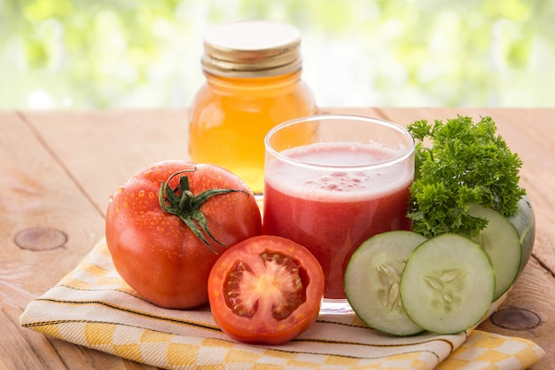 Suco de tomate e pepino