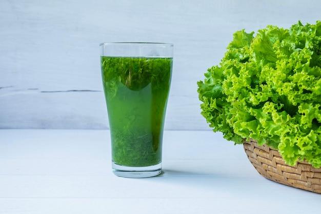 Suco de vegetais frescos