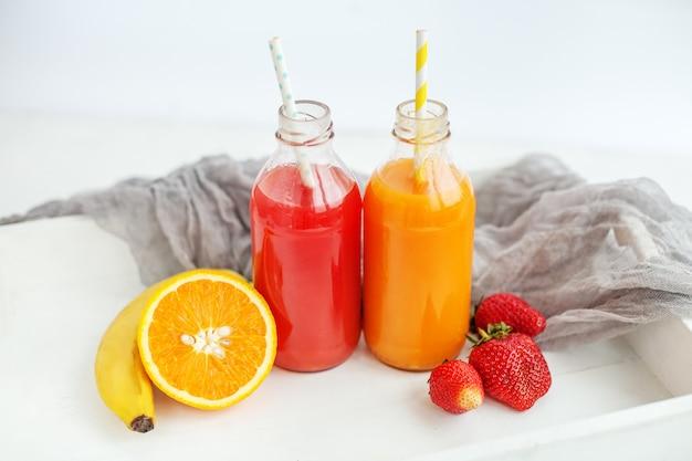 Suco e frutas engarrafadas