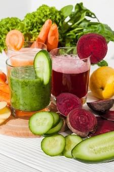 Sucos de vegetais diferentes