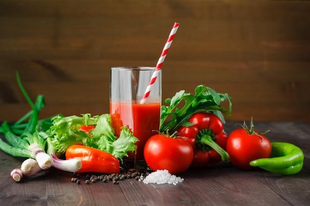 Sucos de vegetais saudáveis para refrescar e como antioxidante