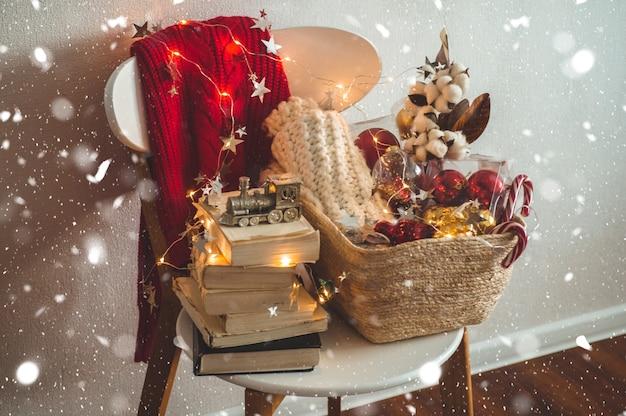 Suéter de inverno e decorações de natal