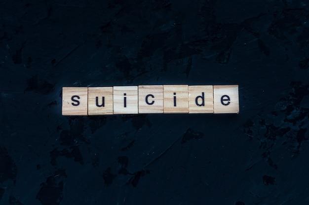 Suicídio de conceito. a palavra suicídio em um fundo preto