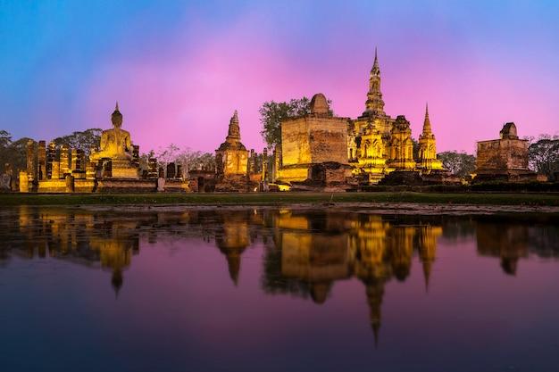 Sukhothai parque histórico, a antiga cidade da tailândia em 800 anos atrás, localização norte da tailândia