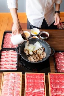 Sukiyaki cozinhando