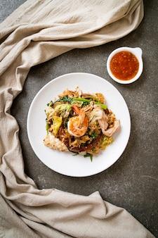 Sukiyaki seco - aletria frita com legumes e frutos do mar em molho sukiyaki