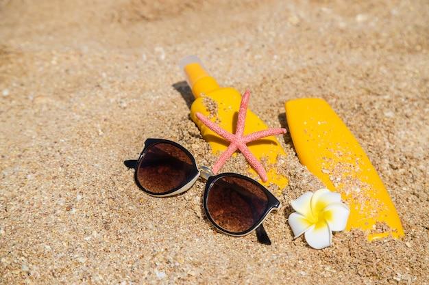 Sunblock na praia. proteção solar. foco seletivo.