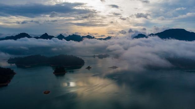 Sunligh lake, montanha, rajjaprabha, represa, (chiao lan dam), província de surat thani, tailândia