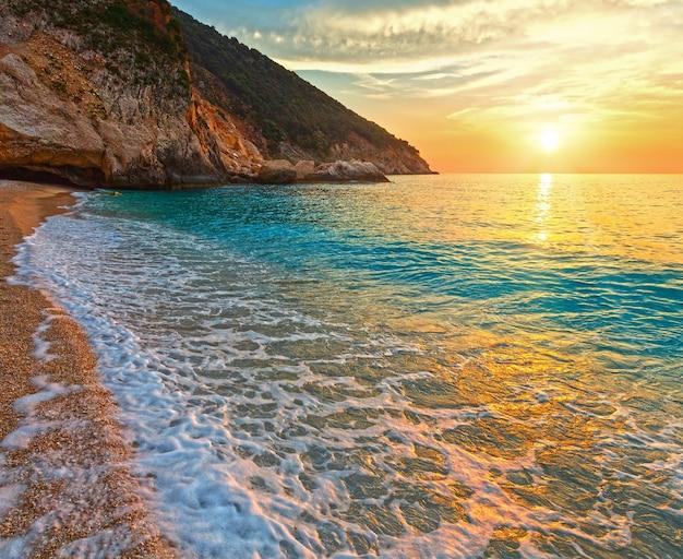 Sunset myrtos beach view grécia, cefalônia, mar jônico