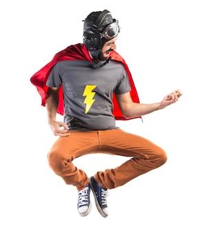 Super-herói fazendo um gesto de guitarra