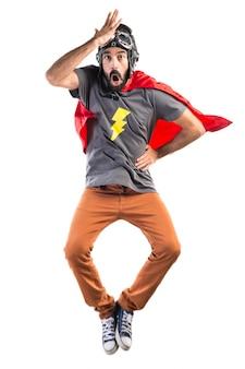 Super-herói fazendo um gesto de surpresa