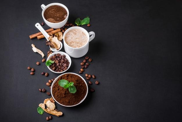 Superalimento de café chaga de cogumelos cogumelos e grãos de café secos e frescos