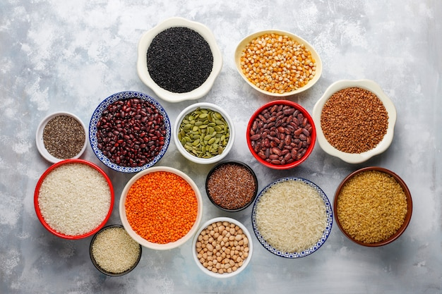 Superalimentos, sementes e grãos para alimentação vegana e vegetariana. comer limpo