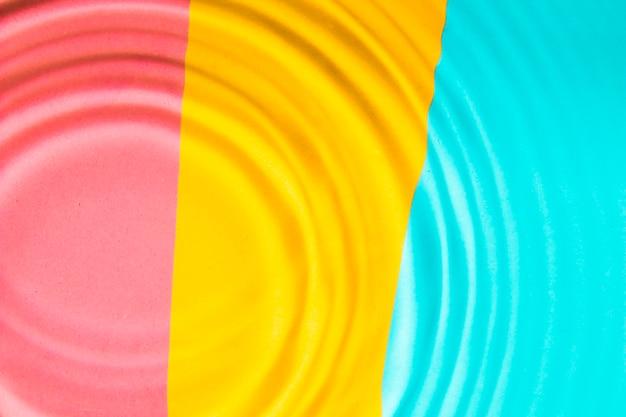 Superfície da piscina colorida e ondas de água