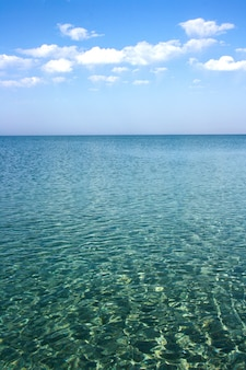 Superfície de água abstrata azul mar calmo ou oceano
