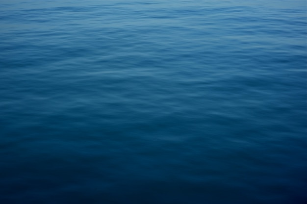 Superfície de água azul