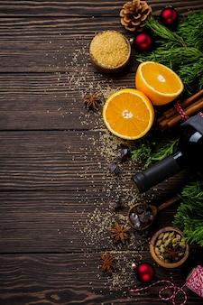 Superfície de comida de ano novo. ingredientes para fazer vinho quente de natal. vista do topo.