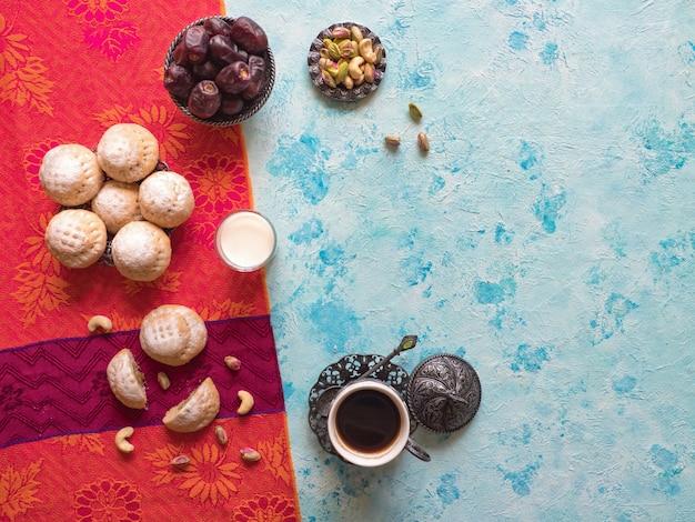 Superfície de doces do ramadã. biscoitos da festa islâmica de el fitr. biscoitos egípcios