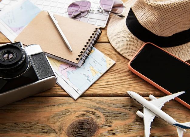 Superfície de férias de verão com objetos