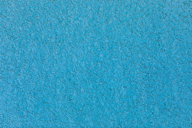 Superfície de gesso abstrato em uma parede azul close-up