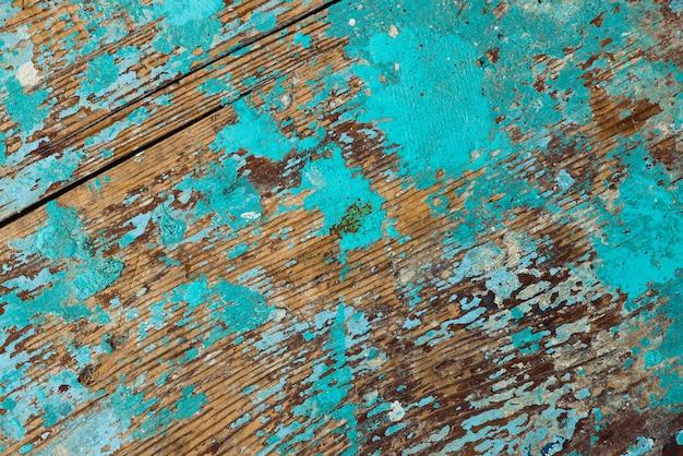 Superfície de madeira com pintura descascada