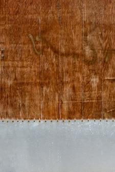 Superfície de madeira retrô com furos
