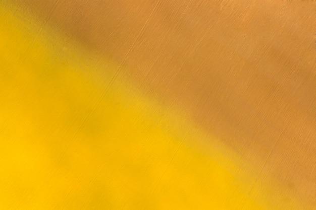 Superfície de metal pintada na cor amarela e marrom