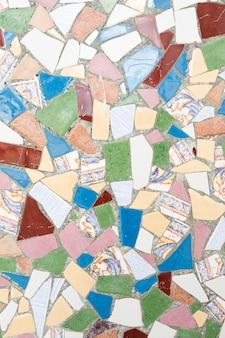 Superfície de pedras coloridas geométricas em cimento