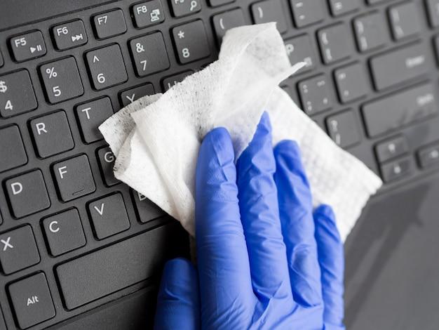 Superfície do teclado de limpeza das mãos