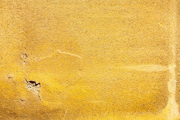 Superfície grossa de cimento amarelo