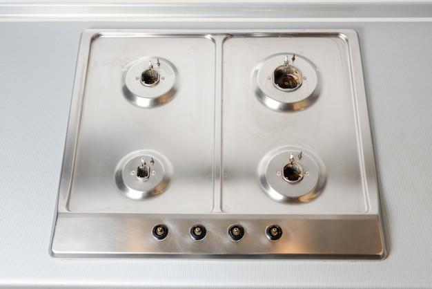 Superfície limpa e arrumada do fogão a gás