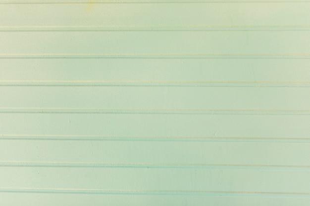 Superfície metálica com tinta e linhas