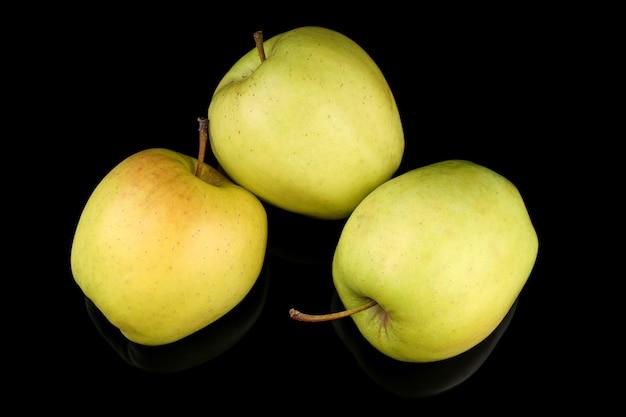 Superfície preta verde-amarela maçã dourada
