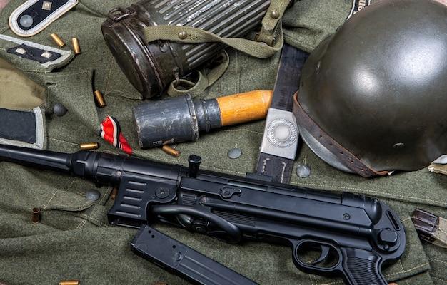 Superfície vintage com equipamento de campo do exército alemão. ww2