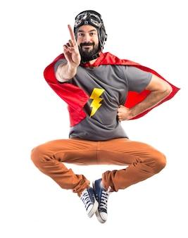 Superhero contando um