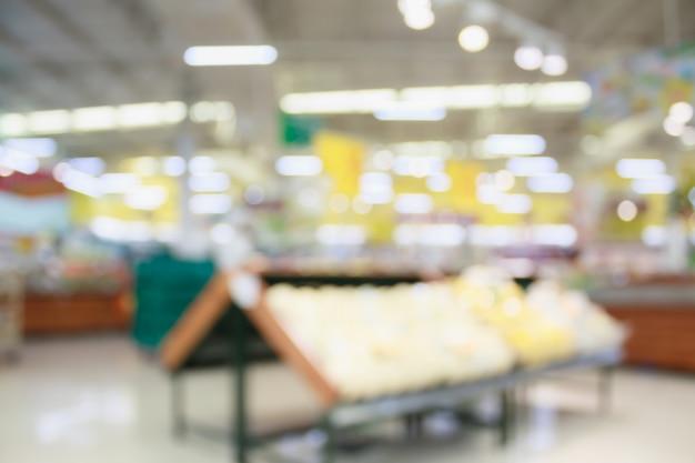 Supermercado com fundo desfocado abstrato de alimentos frescos com luz bokeh